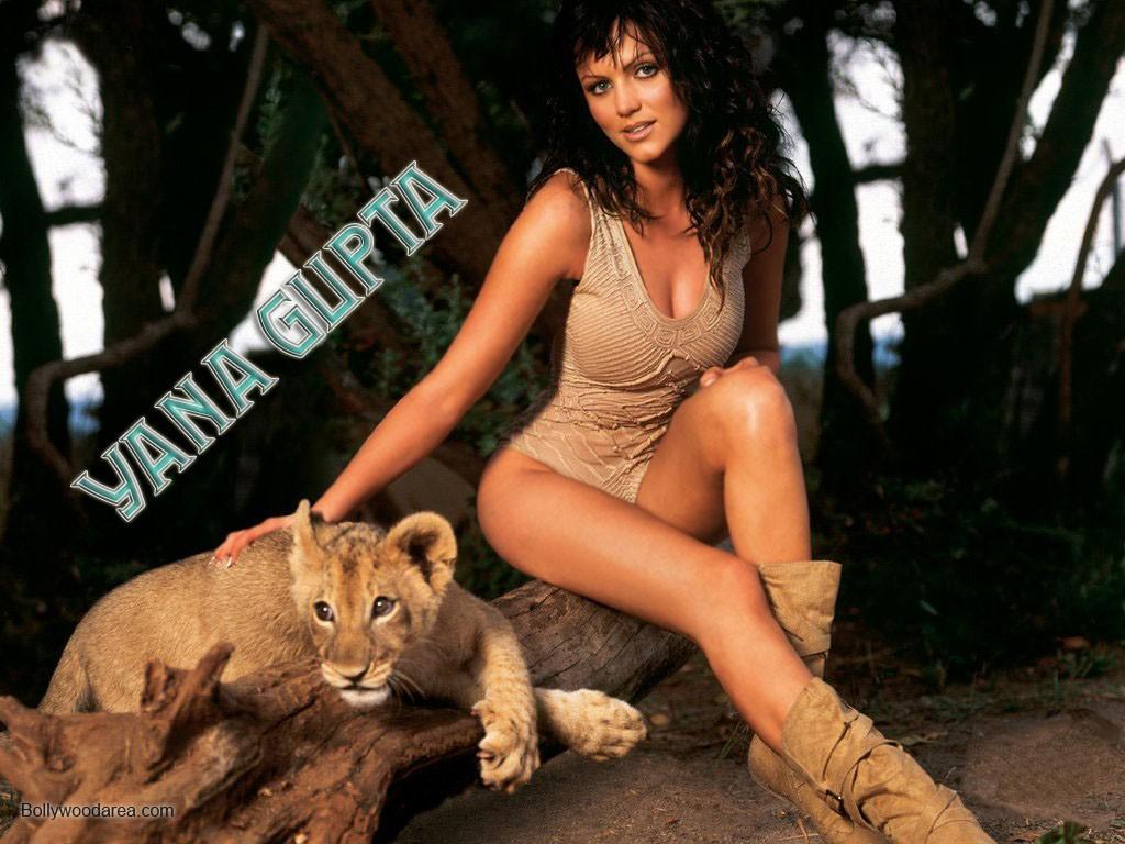 Nangi Indian Actress Sexy Wallpaper - Bolly Actress Pictures-5733