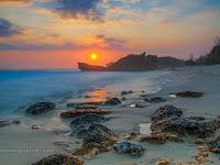 Menikmati Senja di Pantai Banteng Mati Pacitan