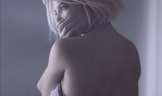 Video: Halsey - Colors