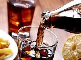 O refrigerante é uma bebida muito consumida pelas pessoas, mais você sabia que o refrigerante faz mal a sua saúde? Pois é viciante,  contém açúcar e também componentes que enfraquecem todos os órgãos do corpo.