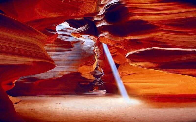 El cañón del Antílope es un cañón de ranura del Suroeste de Estados Unidos, uno de los más visitados y fotografiados del mundo. Está localizado cerca de la ciudad de Page, en el condado de Coconino, en el norte del estado de Arizona. Este cañón está situado en una reserva de indígenas navajos.