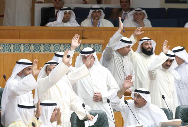 الكويت تضاعف أسعار الكهرباء و الماء على العمال المقيمين