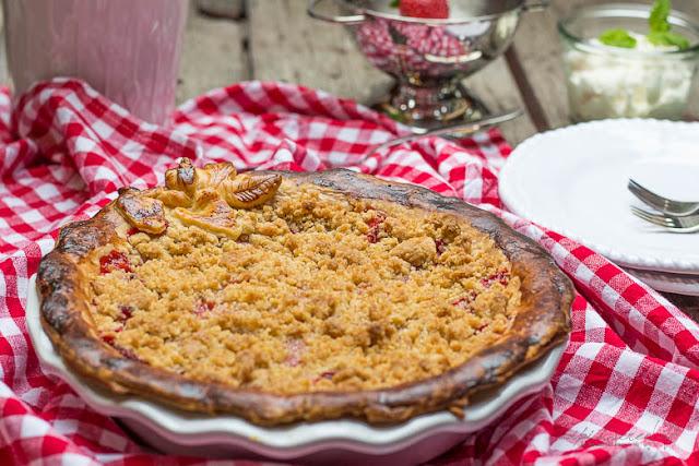 Muttertagskuchen - Erdbeer Crumble Pie - Streuselliebe