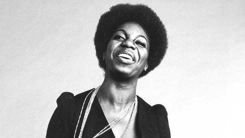 Um dos maiores nomes do jazz e soul, a cantora sofreu um duro boicote desde que passou a criticar o racismo por meio de suas músicas.