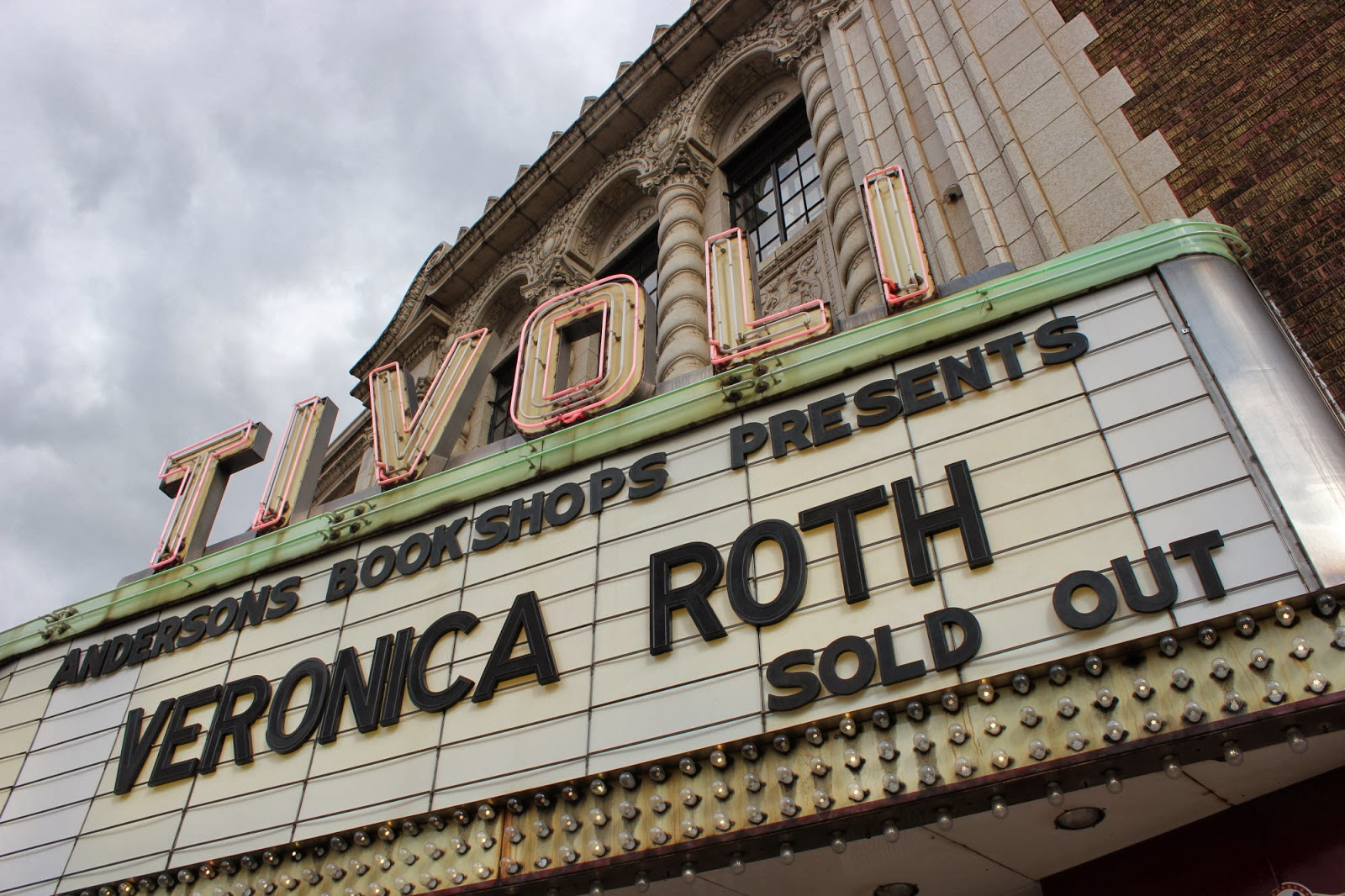 Tivoli Theatre In Downers Grove Il Teen Blog Frvpld Veronica Roth Book Signing At The