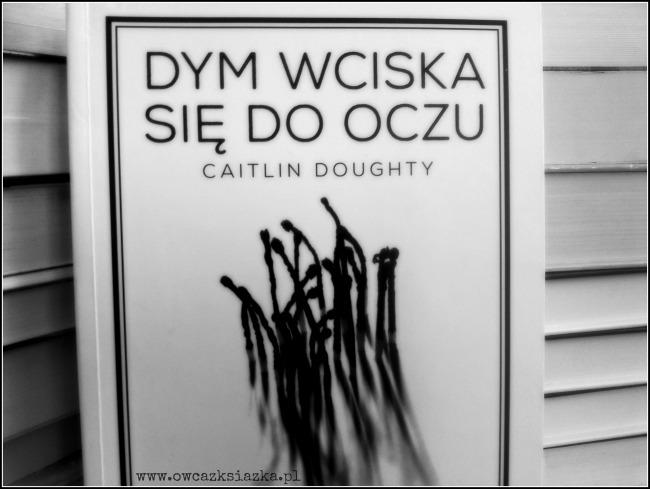 Caitlin Doughty - Dym wciska się do oczu