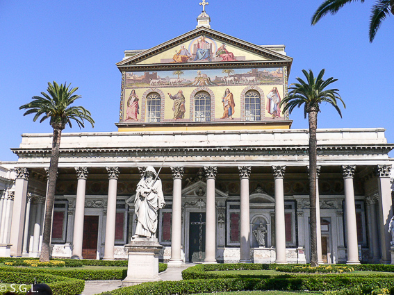 Atrio de la Basilica de San Pablo Extramuros. Roma