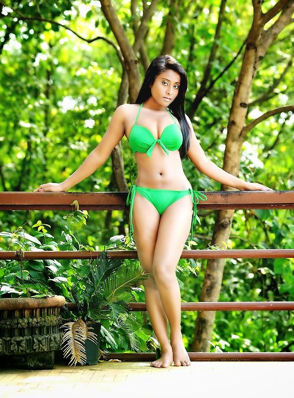 Hot South Indian Model Nikita Gokhale Hot Navel Show -7780