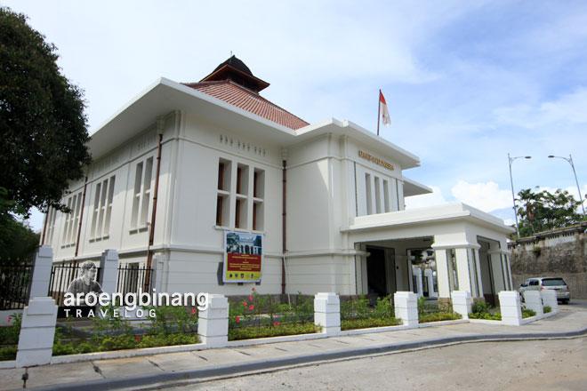 gedung bank indonesia padang