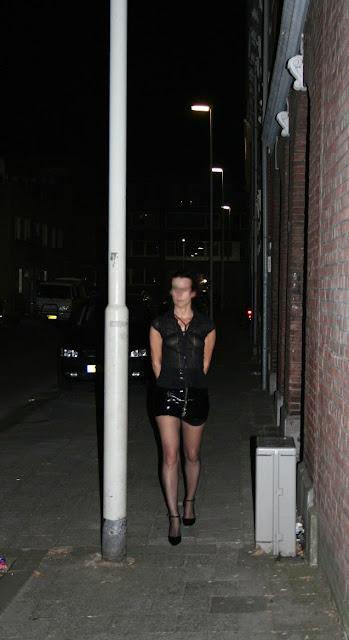 Weibliche Sau in Berlin will geile Schweinereien im Freien
