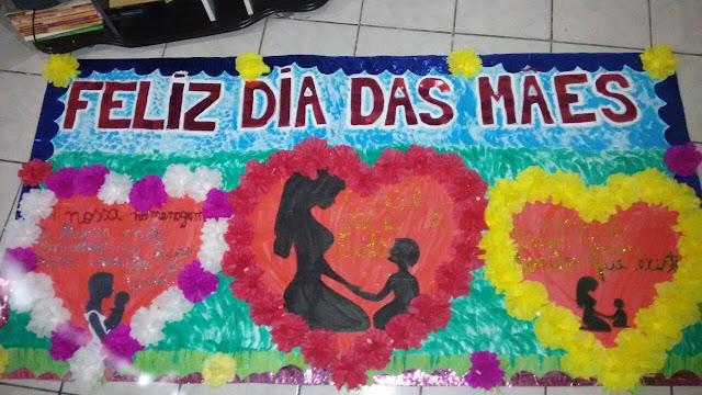 Mural Dia das Mães com Corações e Silhuetas