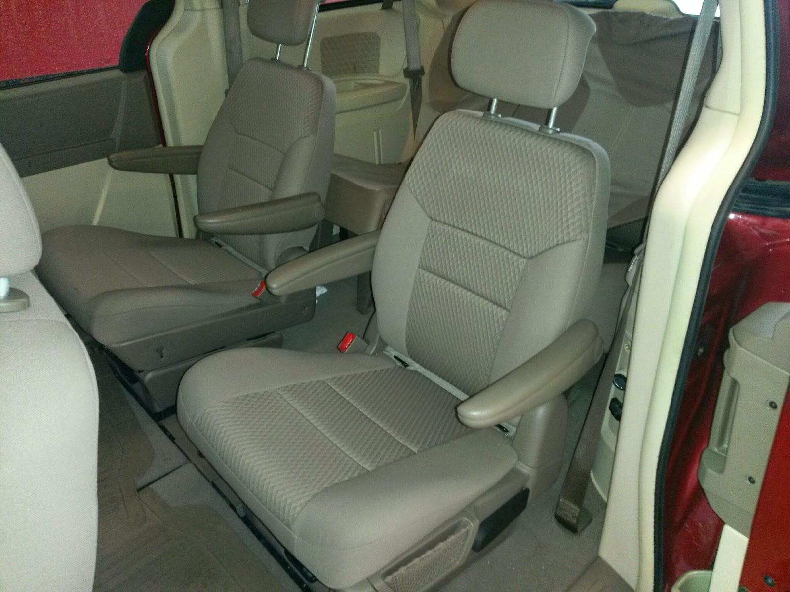 tdy sales 13 991 maroon 2010 chrysler town country with dvd stow n go seating call 817 243. Black Bedroom Furniture Sets. Home Design Ideas