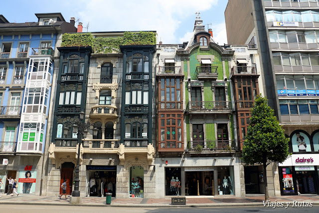 Casas de la calle Uría de Oviedo
