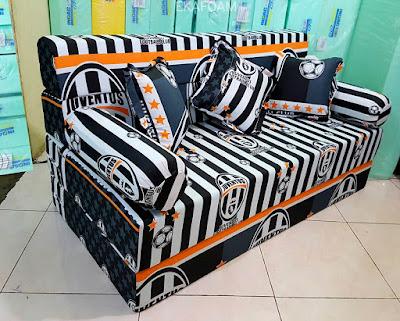 Contoh Sofa bed inoac motif BOLA JUVENTUS