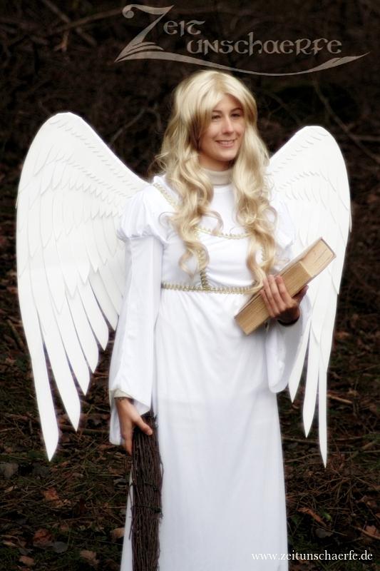 Engel mit DIY Flügeln beim Hessencourrier | www.zeitunschaerfe.de