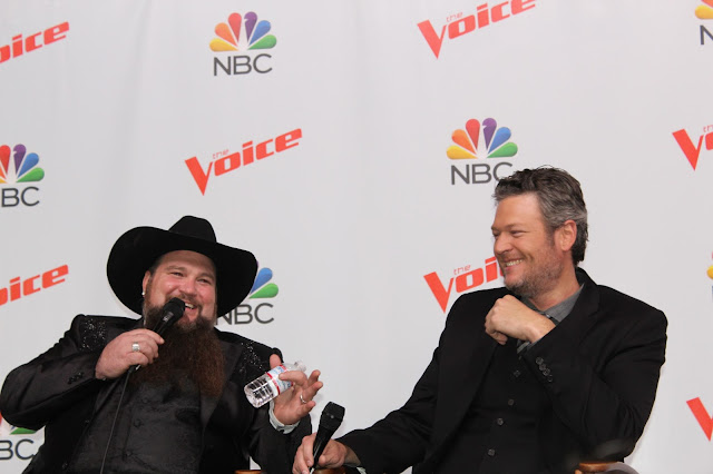 The Voice Season 11 Winners Sundance Head and Blake Shelton