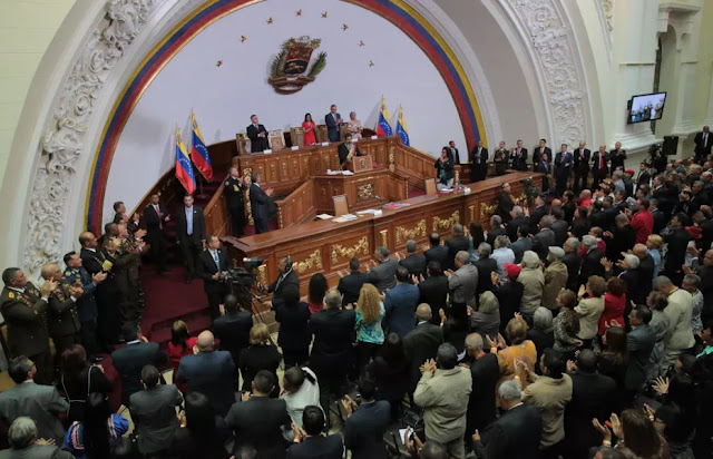 """Nueva Constitución """"entrampa"""" al oficialismo, afirman analistas"""