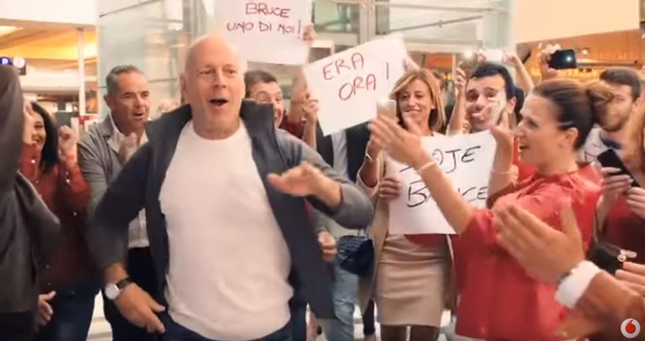 Canzone Vodafone con Bruce Willis che passa a Vodafone 4G Pubblicità