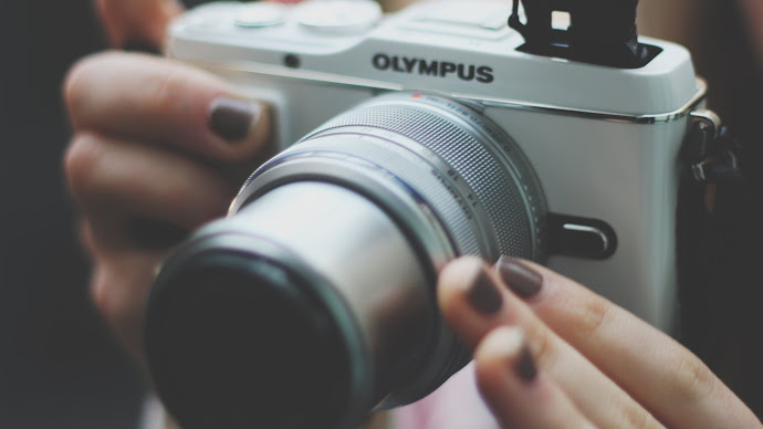 Wallpaper: Taking Pictures with Olympus Camera