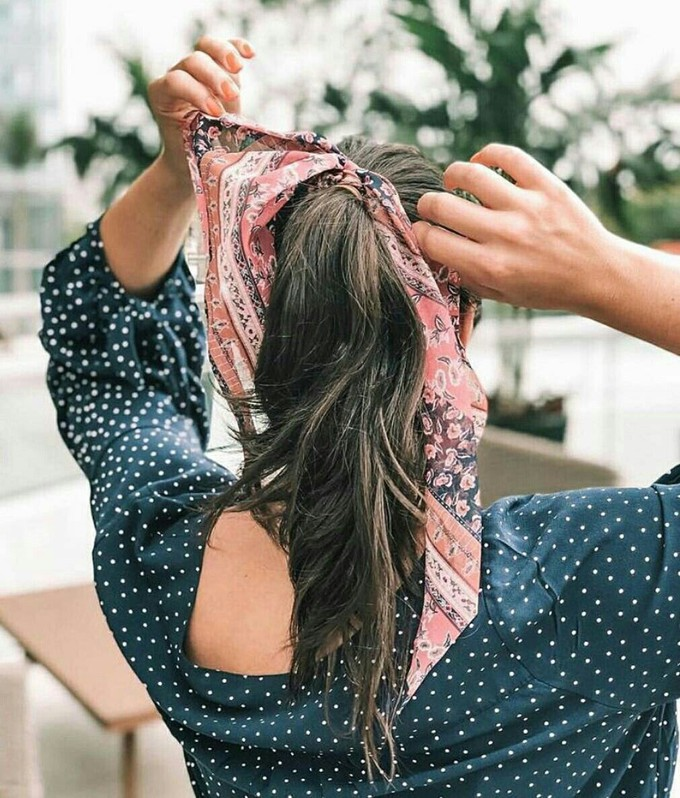 Rabo de cavalo com bandan ou lenço