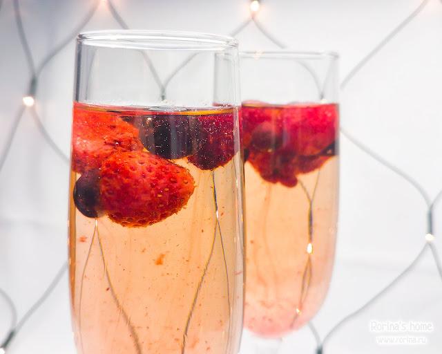 Счастливого Нового года! Щампанское с клубникой