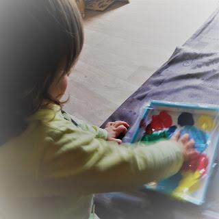 création cadeau bébé peinture papa maman facile