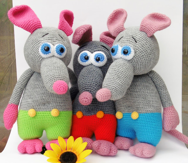 green-red-blue-amigurumi-crochet-stuffed-soft-animal-ratboy-friends