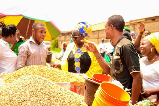 """APC Deputy Governorship Candidate Took Campaign to the Market"""""""