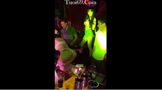 Clip: Em thề em hứa đi vào quán karaoke bây giờ chỉ hát thôi =))