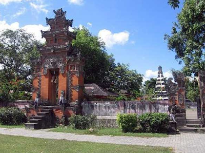 Destinasi Wisata Taman Narmada Lombok