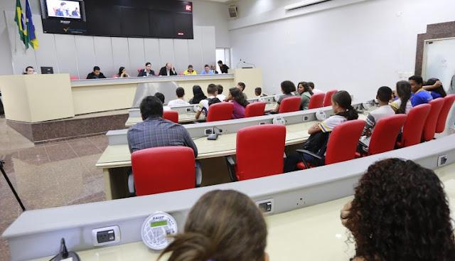 Assembleia de RO autoriza governo a aumentar salários de secretários para 25 mil