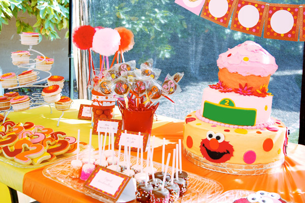 Munchkin S Elmo Themed 2nd Birthday Party W Rubber Ducky