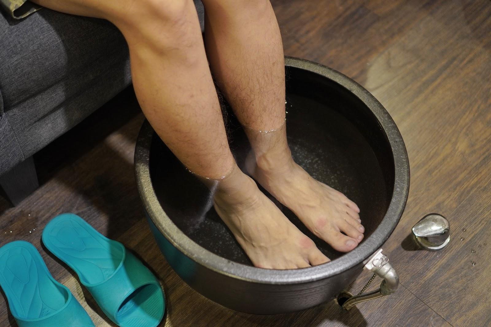 台南中西區按摩【綠海足體養生館】天然海鹽泡腳