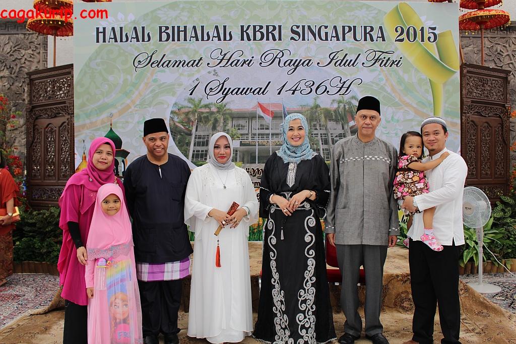 Foto Keluarga Bersama Bapak Dubes dan Bapak DCM
