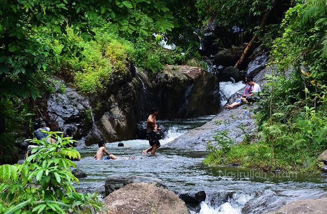 Aliran sungai yang digunakan untuk bermain air