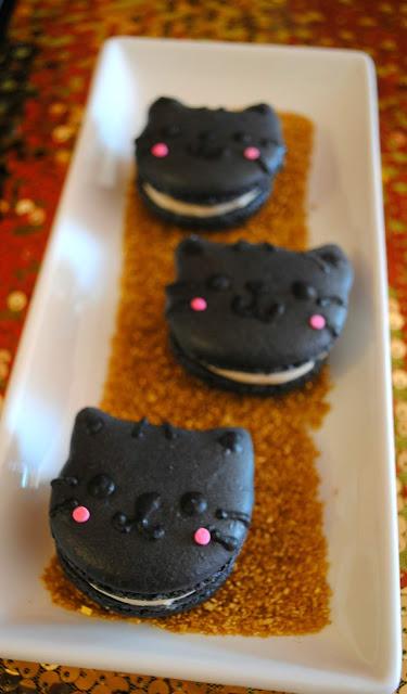 Black-cat-macarons- cat-party-macarons- Halloween- macarons