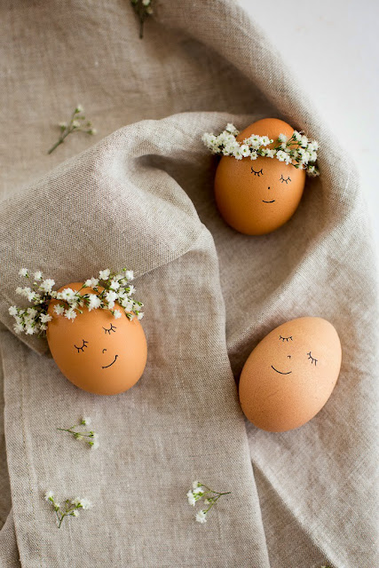 http://www.flaxandtwine.com/2014/04/floral-wreath-crowned-easter-eggs-diy/
