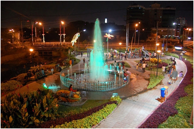 Jelajah Wisata Berbujet Ekonomis di Surabaya, taman bungkul