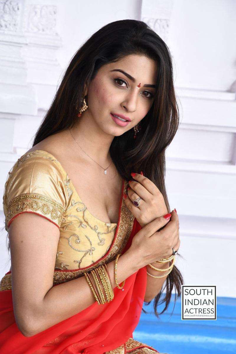 Eshanya Maheshwari hot stills at Ammai Nachindi Movie