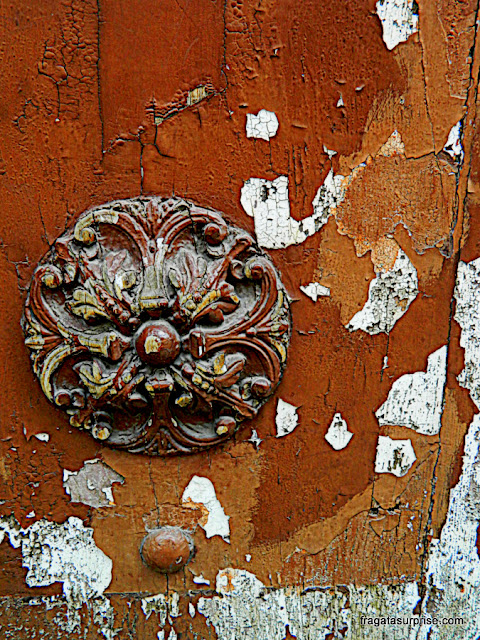 Detalhe de uma porta no Centro Histórico de Palermo, Sicilia