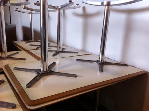 paris reprise mobilier professionnel reprise de mobilier dans un restaurant d 39 entreprise. Black Bedroom Furniture Sets. Home Design Ideas