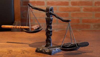 على المحكمة ان تحمي الطرف المذعن من الشروط التعسفية.
