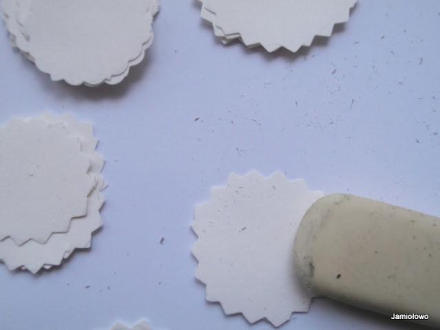 wyzmazujemy gumką ślady po ołówku