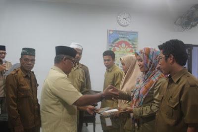 Plt. Kemenag Tanjungbalai Serahkan SK Pegawai Non PNS Tahun 2018