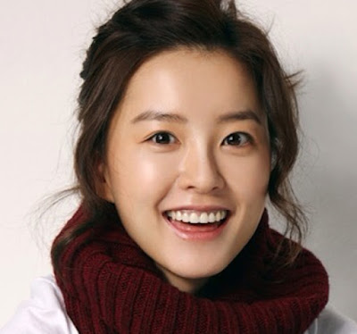 Biodata Jung Yoo Mi       Biodata  Nama: Jung Yoo Mi  Tempat dan Tanggal Lahir: Busan, 23 Febuari 1984  Tinggi: 165 cm  Berat: 45 kg  Profesi: Artis  Bintang: Pisces  Serial Drama Korea dan Acara TV  Terms of Endearment (KBS2, 2004)  Lotus Fower Fairy (MBC, 2004)  Dae Wang Sejong (SBS, 2008)  The Painter Of The Wind (SBS, 2008)  Friend, Our Legend (MBC, 2009)  Assorted Gems (MBC,2009)  Dong Yi (MBC, 2010)  A Thousand Days Promise (SBS, 2011)  Rooftop Prince (SBS, 2012)  Wonderful Mama (SBS, 2013)  Film Korea  Singles (2003)  Silmido (2003)  The Greatest Expectation (2003)  Doll Master (2004)  Wet Dreams 2 (2005)  Innocent Steps (2005)  Cello (2005)  Someone Behind You (2007)