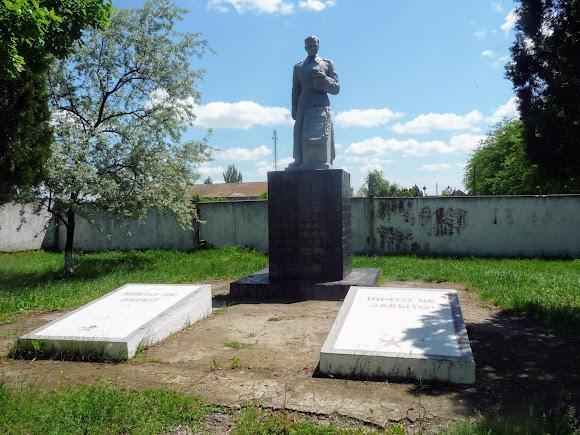 Новоолексіївка. Військовий меморіал