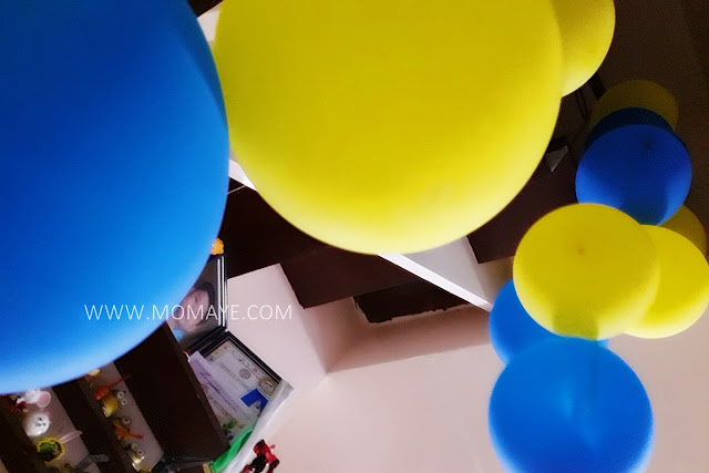 metallic balloons, yellow, royal blue, DIY