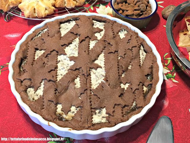crostata al cacao con marmellata di pere e stracciatella di ricotta