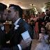 Prefeito gay se casa com parceiro