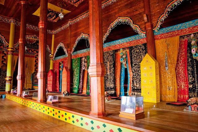 Sisi Bagian Dalam Rumah Adat Sumatera Barat